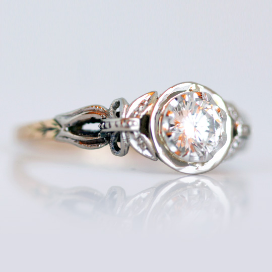 Vintage Solitaire Ring with Round Brilliant Diamond