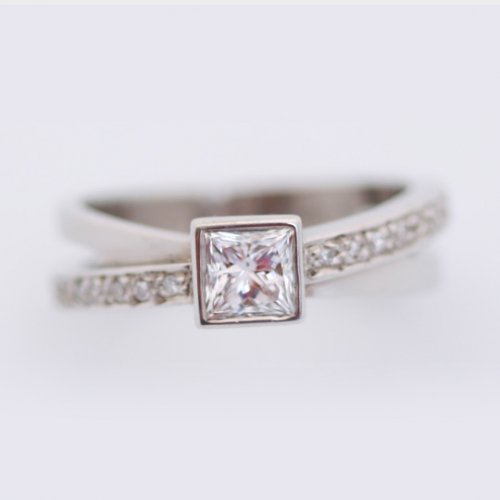 18ct White gold crossover ring with princess cut white diamond (centre) and pave set diamonds in band