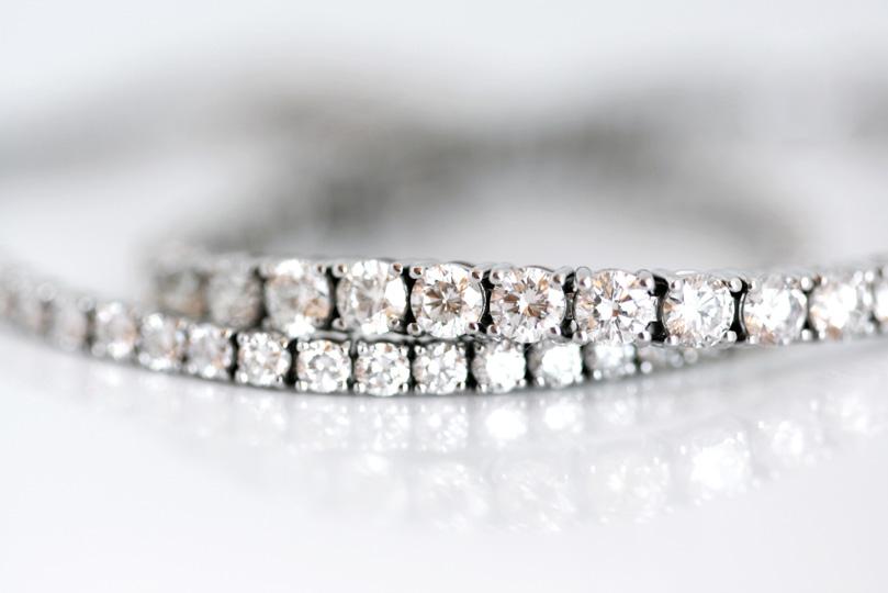 18ct White gold tennis bracelets with round brilliant diamonds