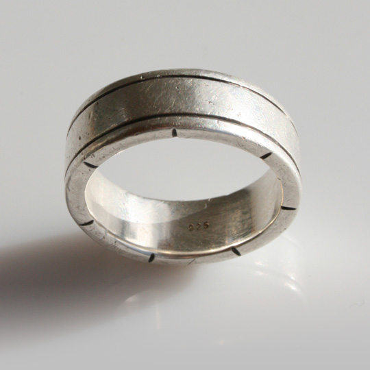 Broad men's ring